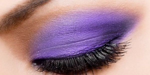 How to perform bridal make-up obtaining purple smoky eyes effect?