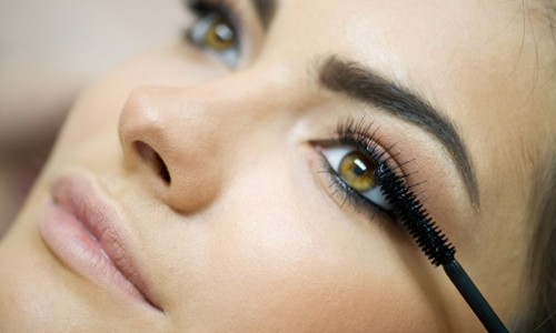 Whom are eyelash serums destined for?